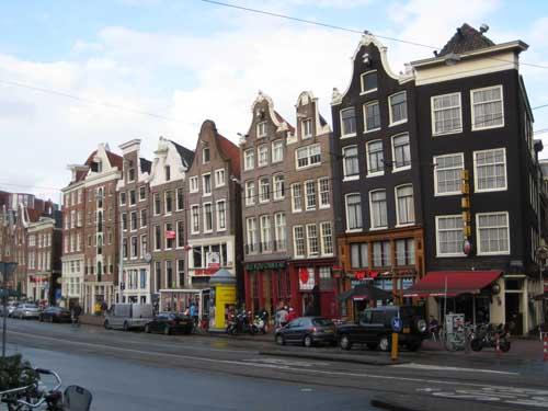 Las casas inclinadas de amsterdam for Casa amsterdam