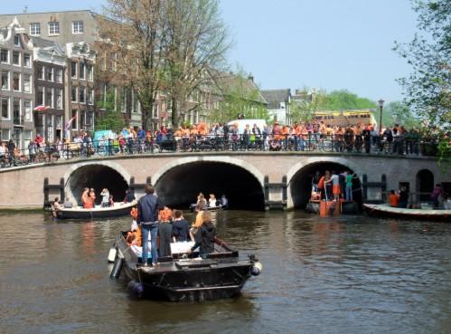 El más antiguo puente de Amsterdam, el Torensluis